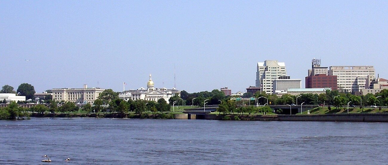 2009-08-26_View_of_downtown_Trenton_in_New_Jersey_and_the_mouth_of_the_Assunpink_Creek_from_across_the_Delaware_River_in_Morrisville,_Pennsylvania